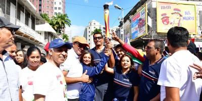 jioi-2019-une-equipe-de-mauritius-telecom-porte-la-flamme-des-jeux-dans-les-rues-de-port-louis