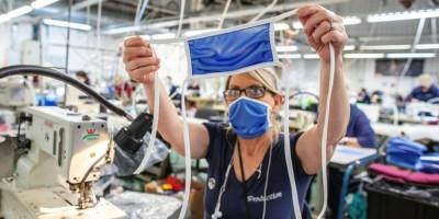 en-irlande-du-nord-une-usine-de-sports-reconvertie-dans-les-masques-de-protection