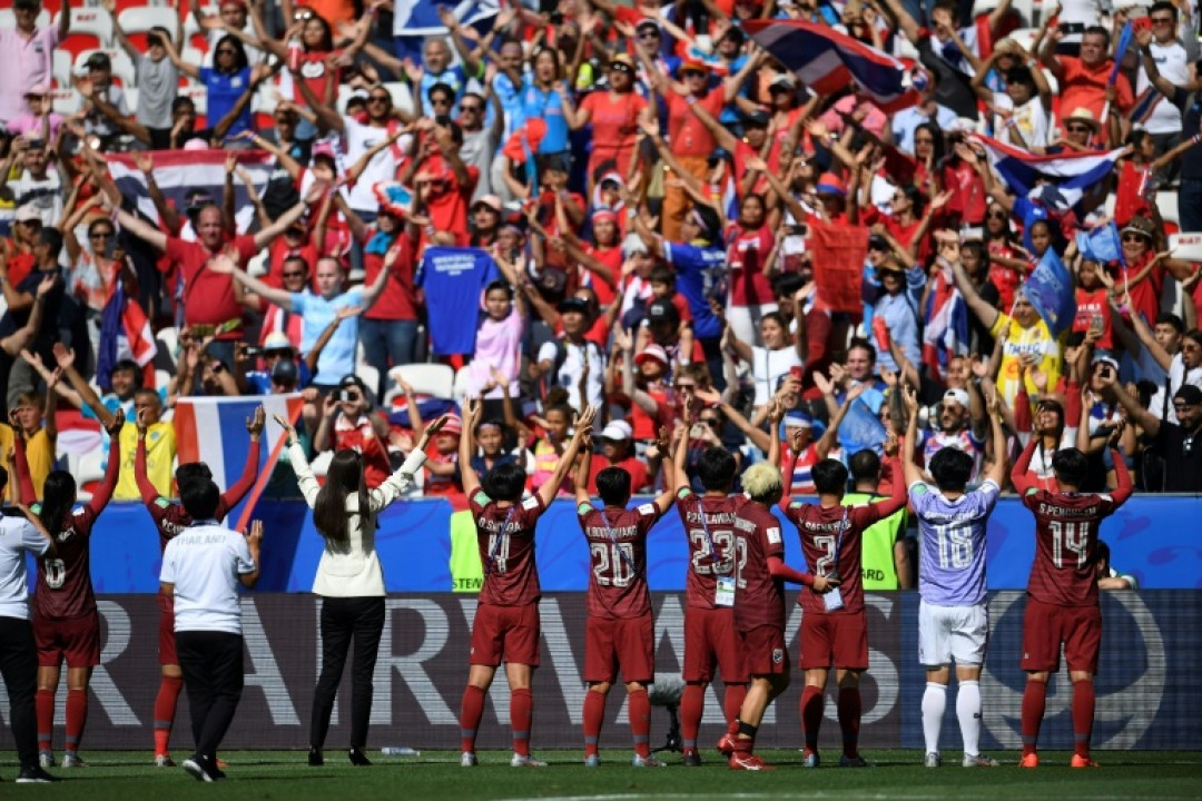 Thailand\'s players acknowledge their supporters at the end of their 5-1 defeat against Sweden in Nice