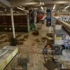 Un supermarché dévasté à Maracaibo pendant la panne d\'électricité géante au Venezuela, le 13 mars 2019.