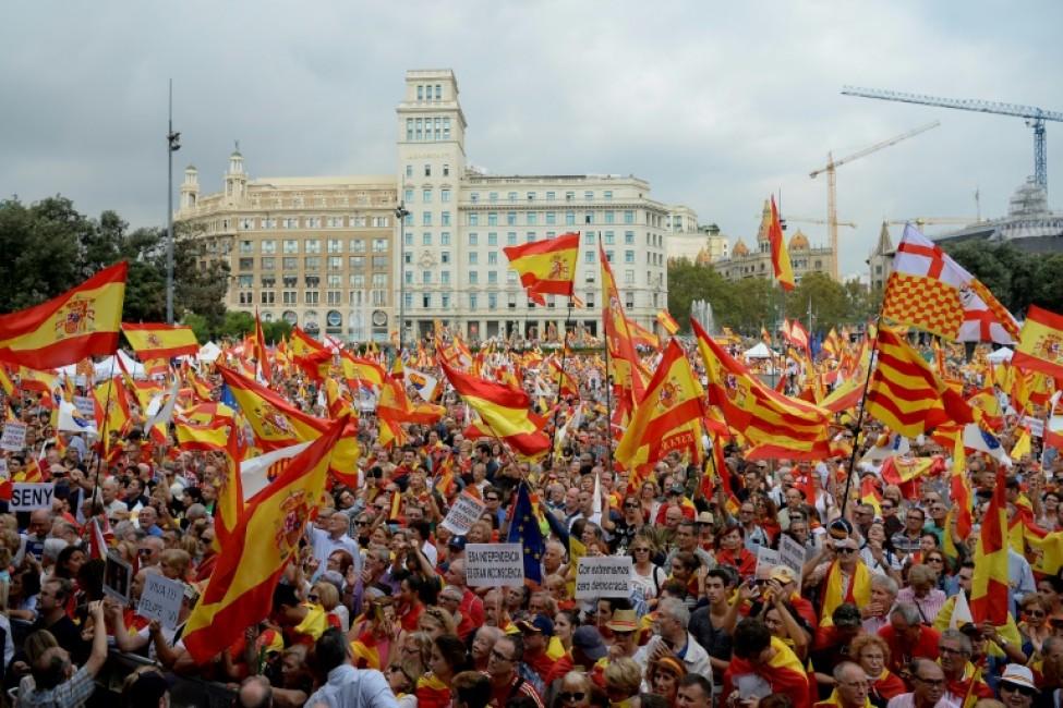 Des manifestants pour le maintien de la Catalogne dans l\'Espagne, à l\'occasion de la fête nationale espagnole, le 12 octobre 2018 à Barcelone