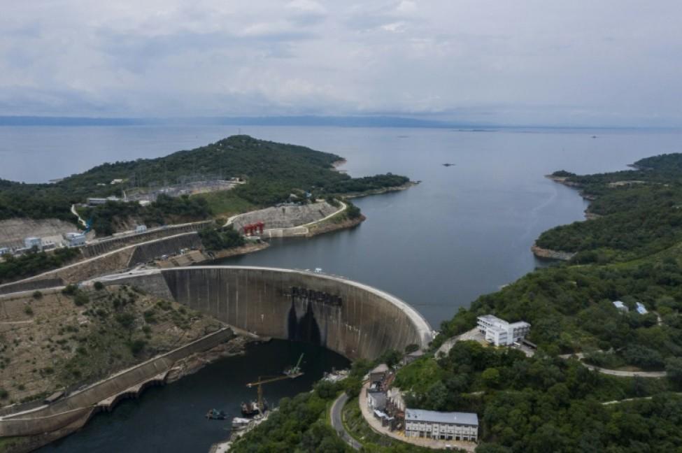 Vue aérienne du lac et du barrage de Kariba au Zimbabwe le 20 janvier 2020