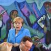 La chancelière allemande Angela Merkel et son ministre de l\'Intérieur, Horst Seehofer, ici peu avant un conseil des ministres le 13 juin 2018 à Berlin, sont à couteaux tirés sur la question des migrants.