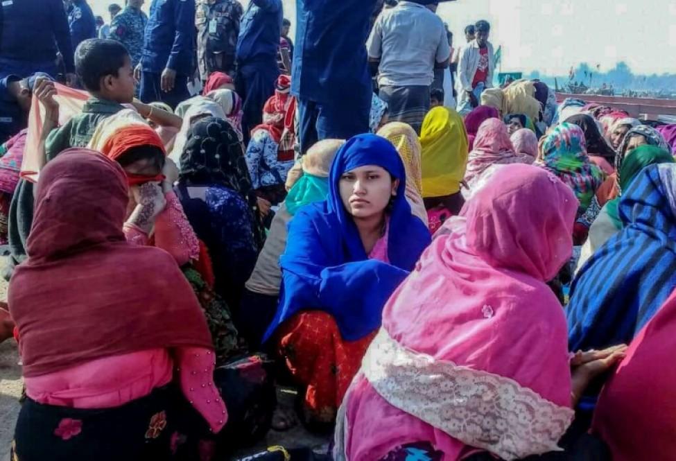 Des réfugiés rohingyas après le naufrage de leur bateau à Teknaf, le 11 février 2020 au Bangladesh
