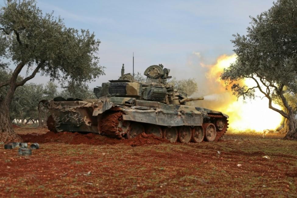 Des rebelles syriens tirent sur les forces du régime, dans la province d\'Idleb, dans le nord-ouest du pays, le 16 février 2020