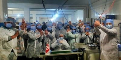 coronavirus-en-tunisie-des-ouvrieres-se-confinent-a-l-usine-pour-fabriquer-des-masques