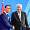 Le chancelier conservateur autrichien Sebastian Kurz, au côté du ministre allemand de l\'Intérieur Horst Seehofer, a annoncé \