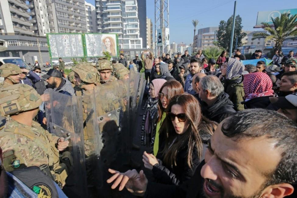 Des manifestants antigouvernementaux libanais se rassemblent dans la ville de Tripoli, dans le nord du pays, le 14 janvier 2020 pour dénoncer l\'impasse politique et une crise économique paralysante
