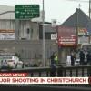 Capture d\'image de la télévision néo-zélandaise de policiers sécurisant une zone après une attaque contre une mosquée, le 15 mars 2019 à Christchurch
