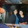 Un oncle en Cisjordanie occupée de Rashida Tlaib, première Palestino-américaine à être élue au Congrès américain, montre le 8 novembre 2018 une photo dans laquelle elle (G) apparaît au côté de Hanane Achraoui, haute responsable de l\'Organisation de libération dela Palestine