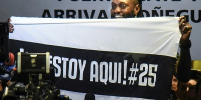 hundreds-of-olimpia-fans-welcome-adebayor-to-paraguay