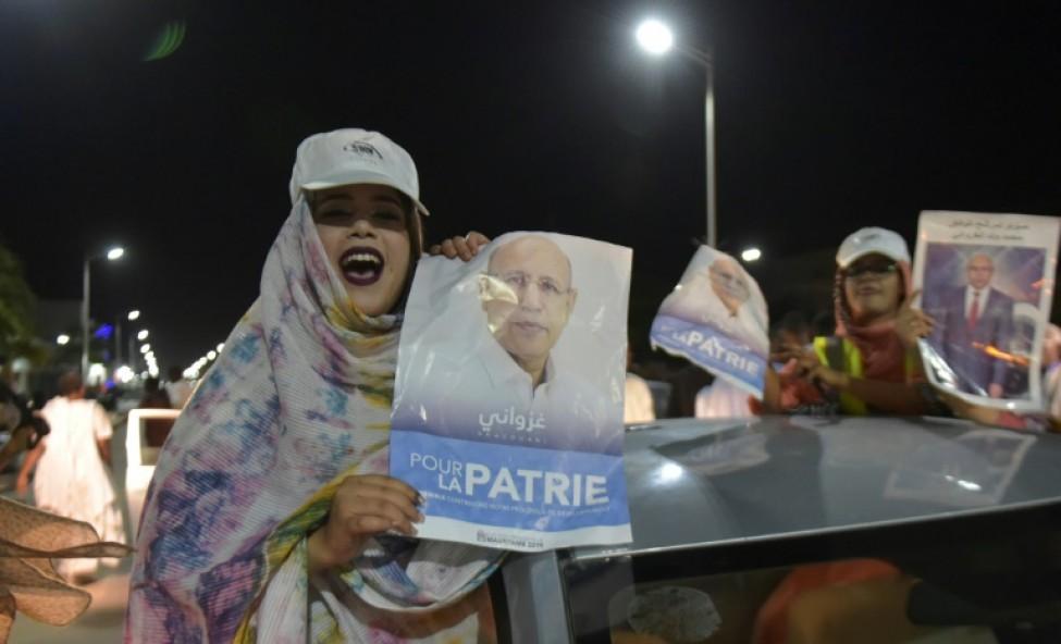 Ses partisans célèbrent la victoire du candidat du pouvoir à la présidentielle en Mauritanie, Mohamed Ould Ghazouani, le 23 juin dans les rues de Nouakchott.