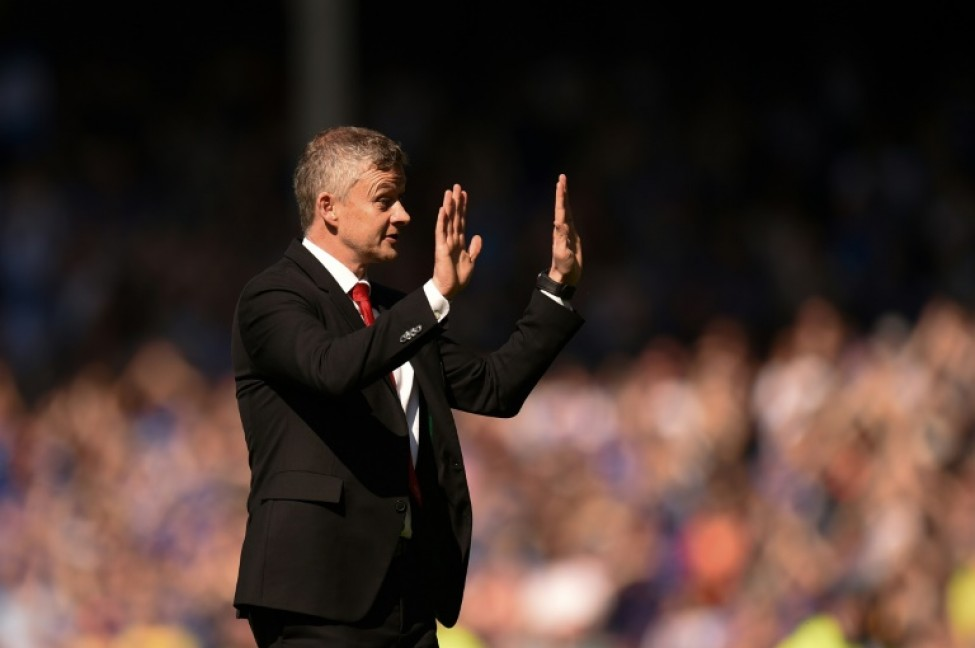 \'Sorry\' - Manchester United manager Ole Gunnar Solskjaer appears to apologise to his side\'s fans after a 4-0 defeat by Everton at Goodison Park