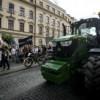 slovaquie-des-fermiers-en-tracteurs-se-joignent-aux-manifestants-antigouvernementaux