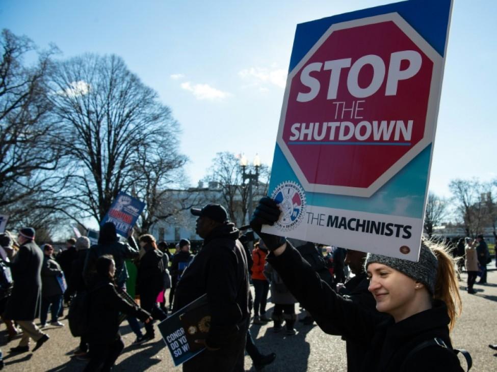 Des manifestants devant la Maison Blanche à Washington le 10 janvier 2019