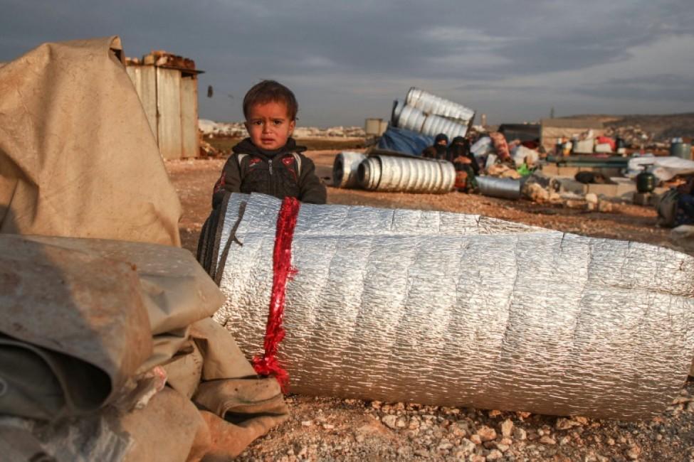 Un enfant dans un camp de déplacés syriens à Sarmada, dans le nord-ouest de la Syrie, le 16 février 2020