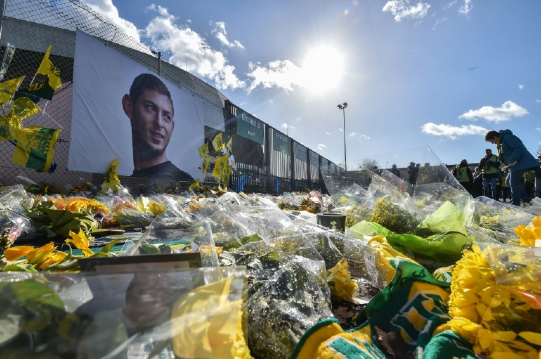 FC Nantes supporters gather in front of a portrait of late Argentinian forward Emiliano Sala prior to the French L1 football match against Nimes Olympique at the La Beaujoire stadium in Nantes, western France on February 10, 2019