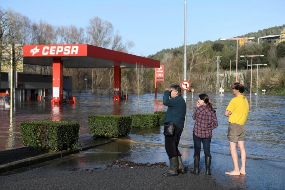 Une station service inondée à Sarria de Ter au nord-ouest de Barcelone le 23 janvier 2020