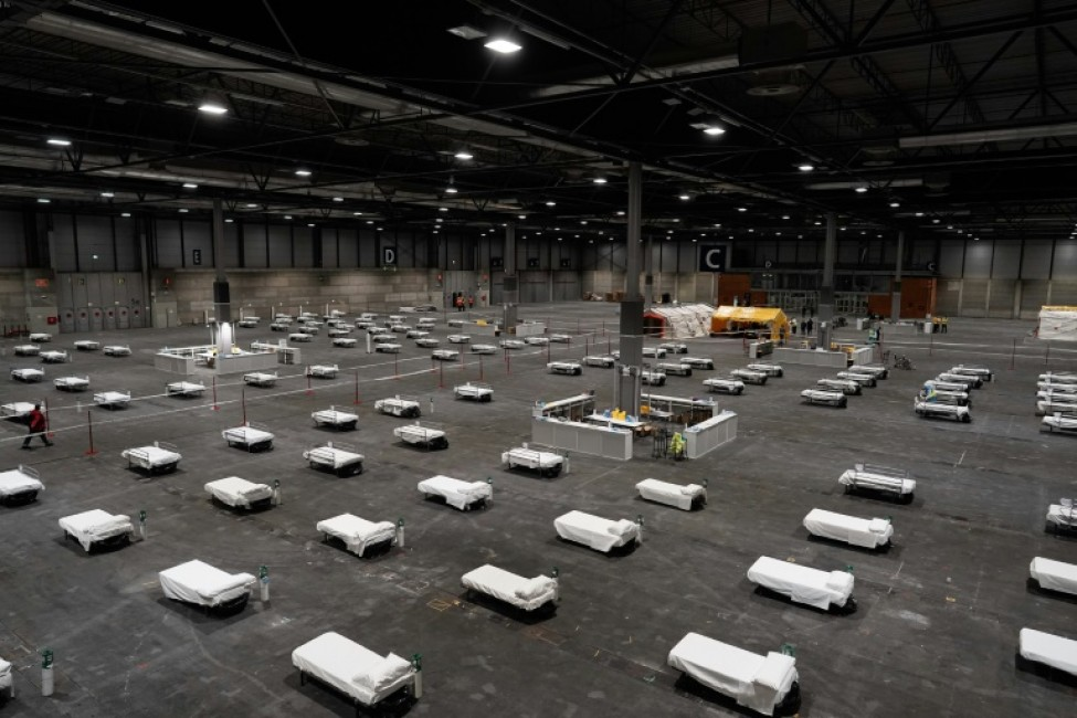 Photo fournie par la communauté autonome de Madrid montrant un hôpital temporaire monté dans le centre des expositions Ifema à Madrid, le 21 mars 2020