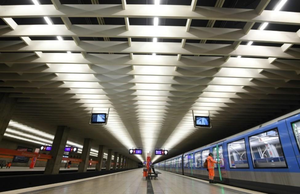 Les quais quasi déserts d\'une station de métro à Munich, dans le sud de l\'Allemagne, le 18 mars 2020