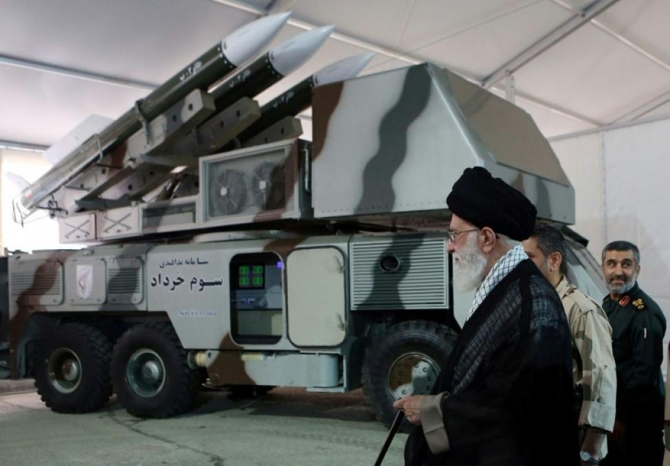 Le guide suprême iranien, l\'ayatollah Ali Khamenei, visite une base des Gardiens de la Révolution, photo diffusée le 21 juin 2019