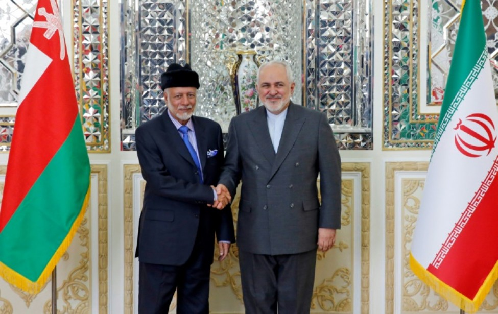 Le ministre des affaires étrangères iranien Mohammad Javad Zarif (droite) et son homologue omanais Youssouf ben Alaoui ben Abdallah, à Téhéran, le 2 décembre 2019