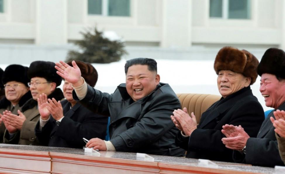 Le dirigeant nord-coréen Kim Jong Un (centre) sur une photo publiée par l\'agence de presse nord-coréenne KCNA le 2 décembre 2019
