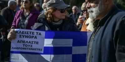 sous-pression-la-grece-prend-le-dossier-migratoire-a-bras-le-corps