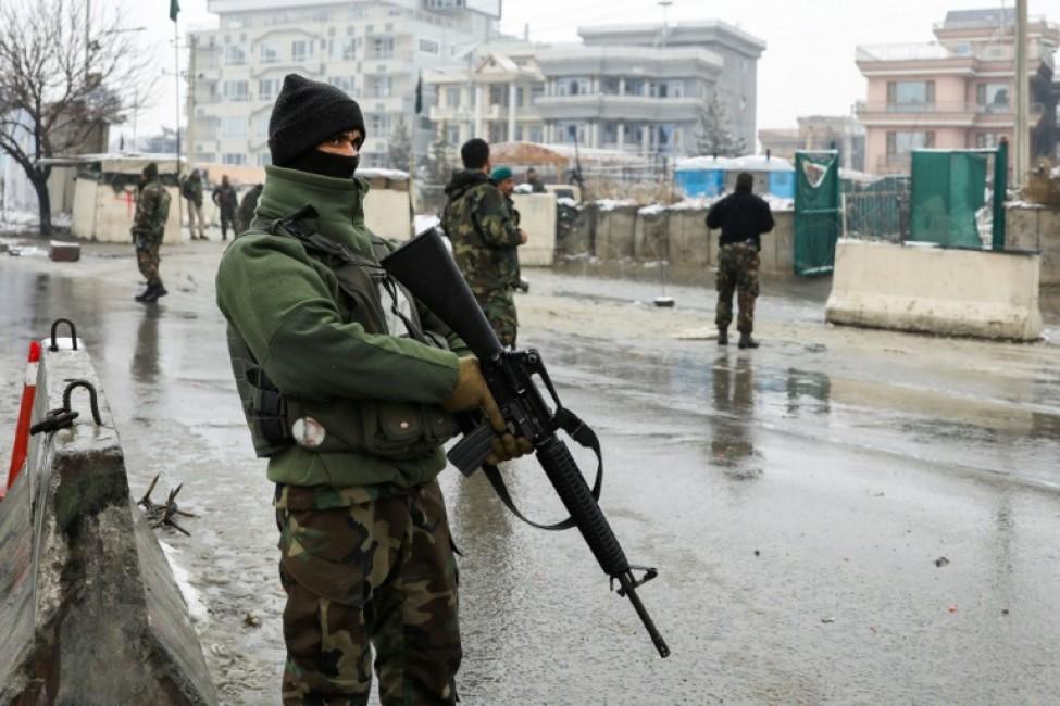 Des forces de sécurité afghanes après un attentat suicide à l\'entrée d\'une académie militaire à Kaboul, le 11 février 2020