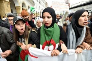 Algérie: dans la rue, les étudiants réclament une