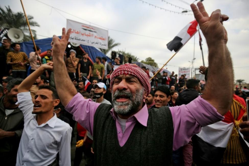 Des Irakiens manifestent contre le gouvernement dans la capitale Bagdad, le 6 décembre 2019